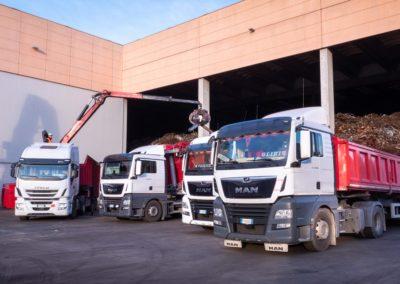 AOM Rottami Automezzi cassoni e artiglio per recupero metalli presso aziende